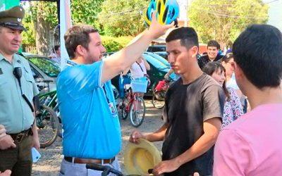 Ciclistas en Santa Cruz reciben implementos de seguridad por parte de autoridades