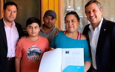 Entregan subsidio directo a esforzada familia de Malloa cuyas hijas padecen grave enfermedad
