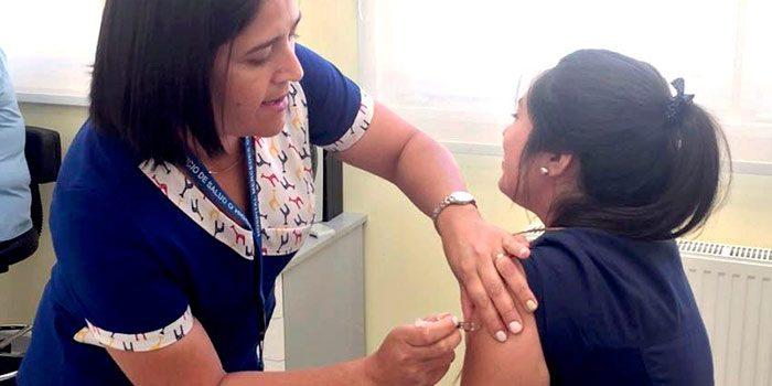 Hospital de Chimbarongo realiza la vacunación contra el sarampión