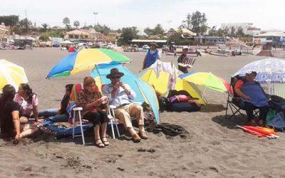 Más de 400 adultos mayores de Palmilla disfrutan de entretenidos viajes a la playa