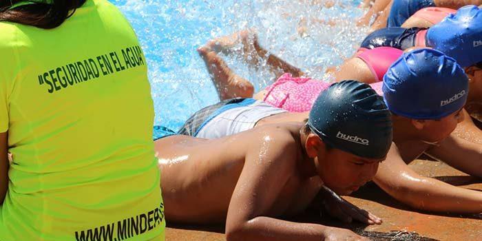 Ministerio del deporte implementa clases de natación gratuitas en la región