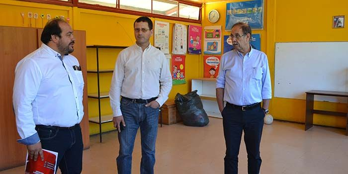 Seremi de Educación visita escuela que el año 2018 resultó con su estructura dañada por un incendio en Paredones