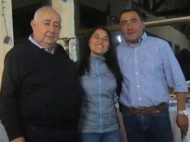 -El empresario y su hijo con Johana una asidua y tradicional visitante del Hotel