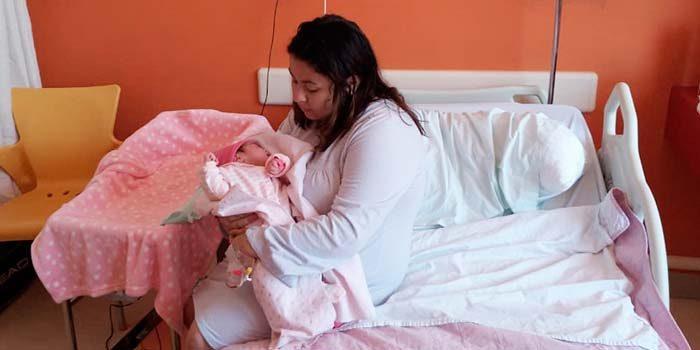 Una hermosa y sana niña es la primer bebé nacida del 2019 en el Hospital Regional