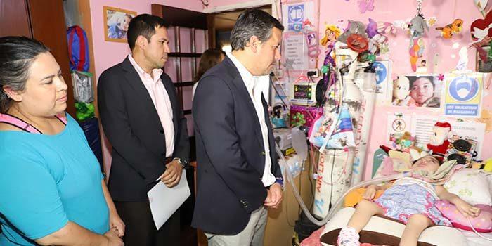 Intendente entrega subsidio directo a esforzada familia de Malloa