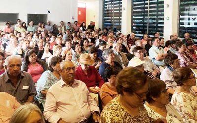 Ministra de Energía entrega ampolletas LED a 300 familias de Santa Cruz
