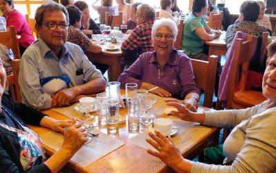 Adultos mayores de todo Chile llegan hasta Pichilemu gracias a Vacaciones tercera edad del Sernatur