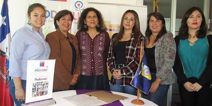 Alcaldesa de Palmilla firma importante convenio de trabajo con el Prodemu