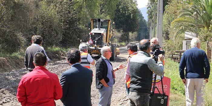 Autoridades dan inicio a pavimentación de camino rural en Chimbarongo