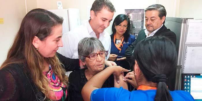 Autoridades de salud lanzan campaña de vacunación contra la Influenza