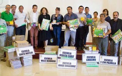 Entregan útiles escolares y gestiona transporte gratuito a estudiantes de Palmilla