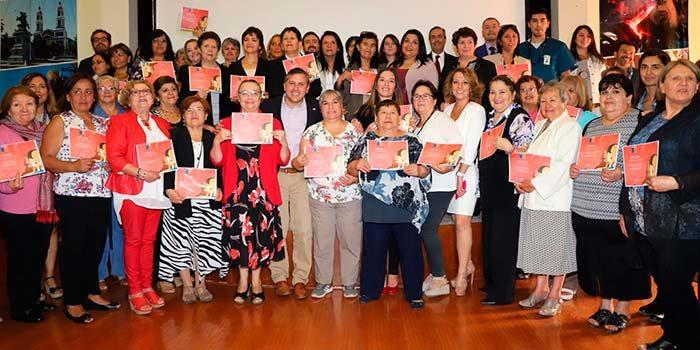 Intendente conmemora día internacional de la mujer con usuarias de la Red de Salud