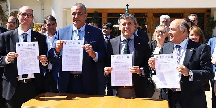 Intendente firma convenio de cooperación con regiones del Maule, Ñuble y Bio-Bío