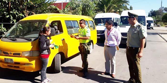 Municipio de Palmilla y Carabineros realizan campaña preventiva de fiscalización a transporte escolar