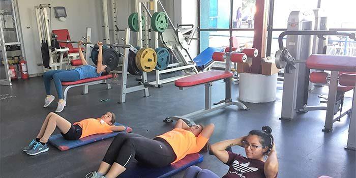 Sala de musculación del gimnasio Hermóegenes Lizana