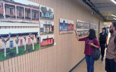 UOH expone en biblioteca central fotografías de fachadas de tierra de la Región