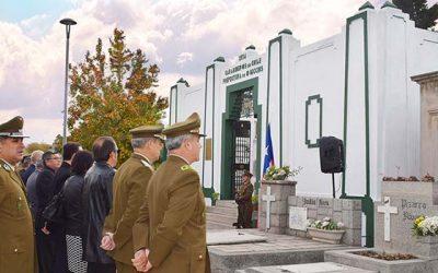 Homenaje a carabineros fallecidos en actos de servicio