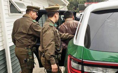 Carabineros detuvo a dos sujetos por robo de accesorio de vehículos