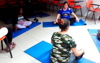 El yoga se incorpora al quinto taller de mamás gestantes que realiza Hospital San Fernando