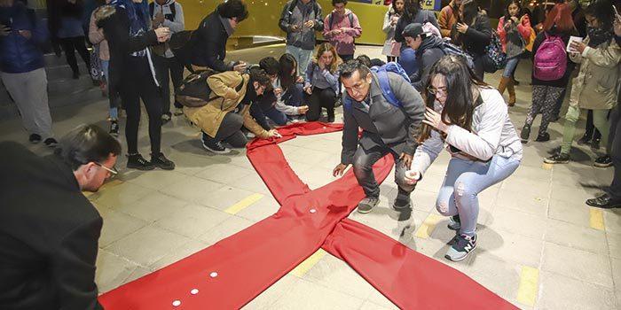 UOH realizó vigilia internacional Candlelight en memoria de las personas fallecidas a causa del SIDA