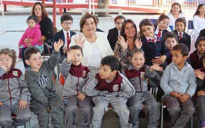 Alcaldesa de Olivar anuncia obligatoriedad de Historia y Educación Física en la comuna