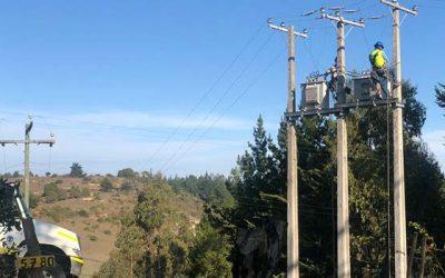 Autoridades de energía inspeccionan avance de construcción de nuevo tendido eléctrico en el secano costero