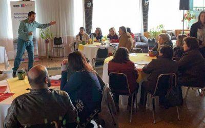 Emprendedores ligados a las salinas de Pichilemu y Paredones aprenden estrategias de marketing y comercialización