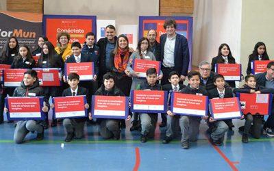 Entregan computadores a 1.800 estudiantes de Rancagua