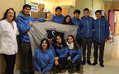 Jóvenes estudiantes del Colegio Saint John realizan donación al Hospital Regional