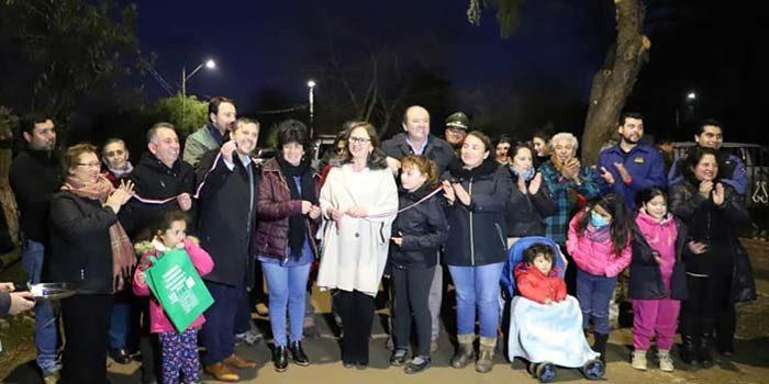 Vecinos de Auquinco en Chépica agradecen recambio de luminarias para disminuir delitos en el sector
