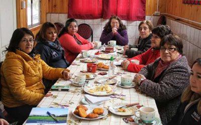 Emprendedoras de arte en madera de Marchigüe avanzan gracias a programa Mujeres Rurales