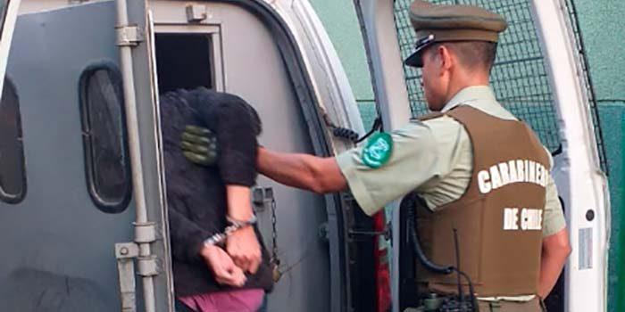 Imputados fueron retenidos por el tío de la víctima y entregados a Carabineros