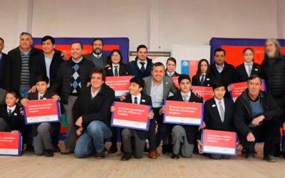 Más de 190 estudiantes de Coinco y Quinta de Tilcoco reciben su computador