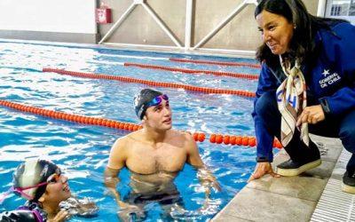 Ministra del deporte consigue un nuevo espacio para los nadadores de la región