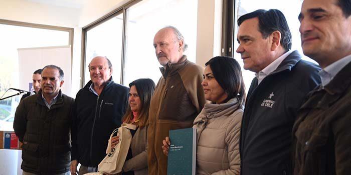 Ministro Prokurica entrega maquinaria y herramientas a salineros de la Región de OHiggins