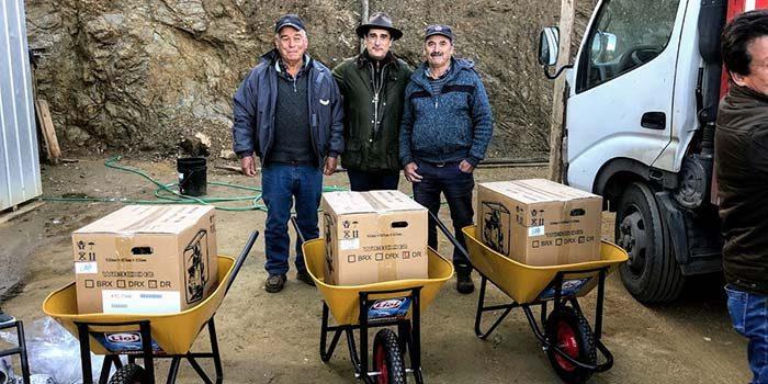Seremi de Minería entrega equipamiento a salineros y salineras de Paredones