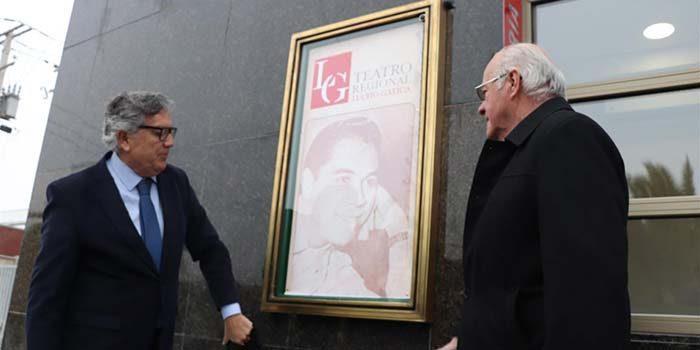 Teatro Regional Lucho Gatica oficializó su nuevo nombre