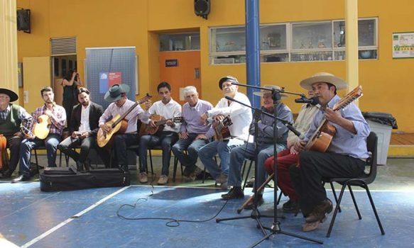 Comunidad educativa del Colegio Aurora de Chile recibió el lanzamiento del Cuaderno Pedagógico de Canto a lo Poeta