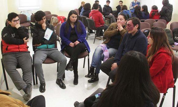 Conversatorio busca acercar la salud a los jóvenes