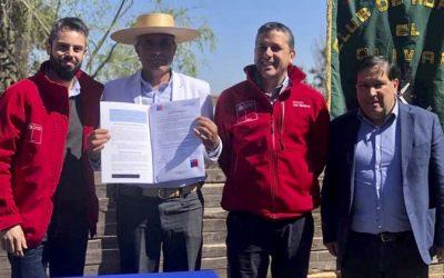 Intedente y Seremi de Bienes Nacionales entregan título de dominio a Club de Huasos El Olivar de Nancagua