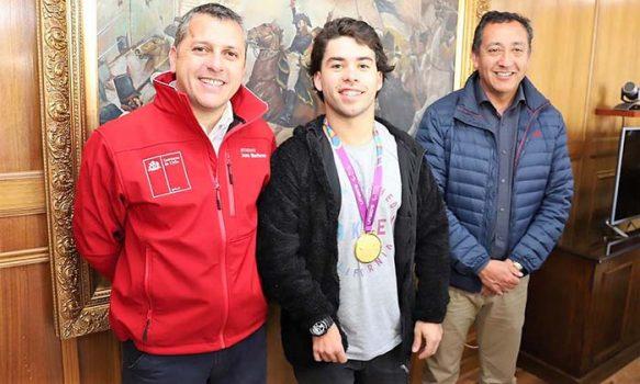 Intendente Masferrer recibe a deportista renguino medallista de oro en el Parapanamericano de Lima
