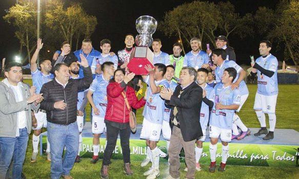 Las Garzas en adultos y Deportivo Palmilla en seniors, campeones de fútbol en fiestas patrias Palmilla 2019