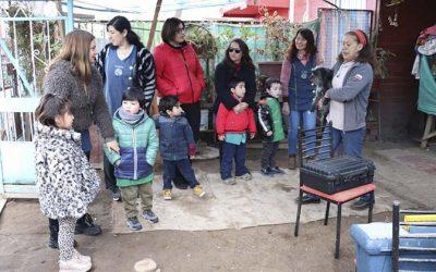 Párvulos acompañaron visita de la Veterinaria a cuidadora de perritos