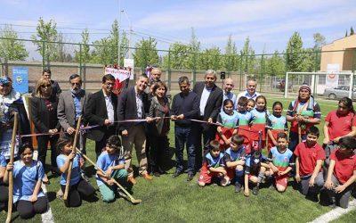 Gobierno regional inauguró moderna cancha de pasto sintético para escuela municipal de Requínoa