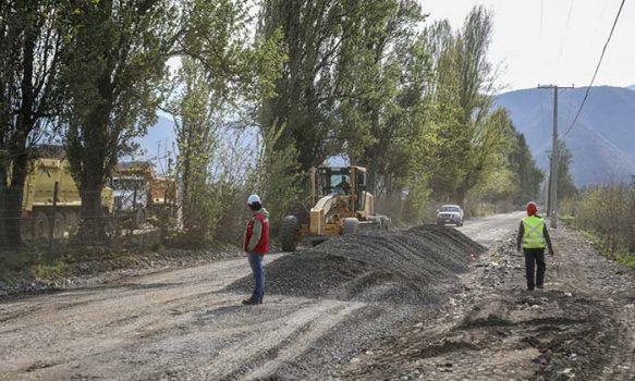 MOP O'Higgins inicia última etapa de pavimentación del camino Las Mercedes en Graneros