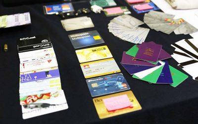 Mujer que denunció clonación de sus tarjetas, pero resultó ser quien efectuó giros de dinero para cobrar seguros