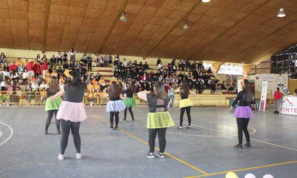 """Salud Machalí fomenta la importancia de la salud mental por medio de Festival """"No importa la edad para ser feliz"""""""