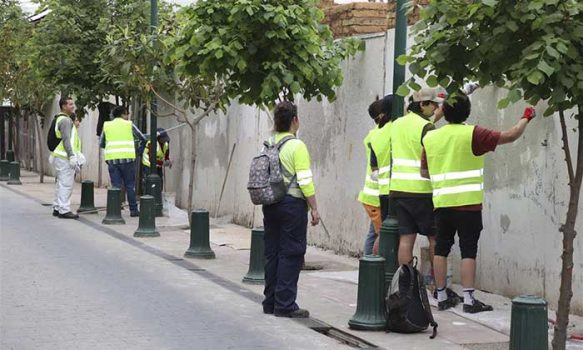 Un centenar de personas limpió fachadas rayadas en Rancagua