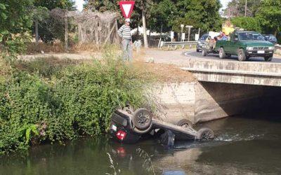 Carabineros rescató a una familia que cayó con su vehículo a un canal de regadío