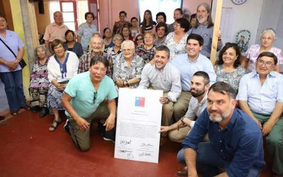 Entregan títulos de dominio a familias de la provincia de Cachapoal y a un club de adulto mayor en Rancagua
